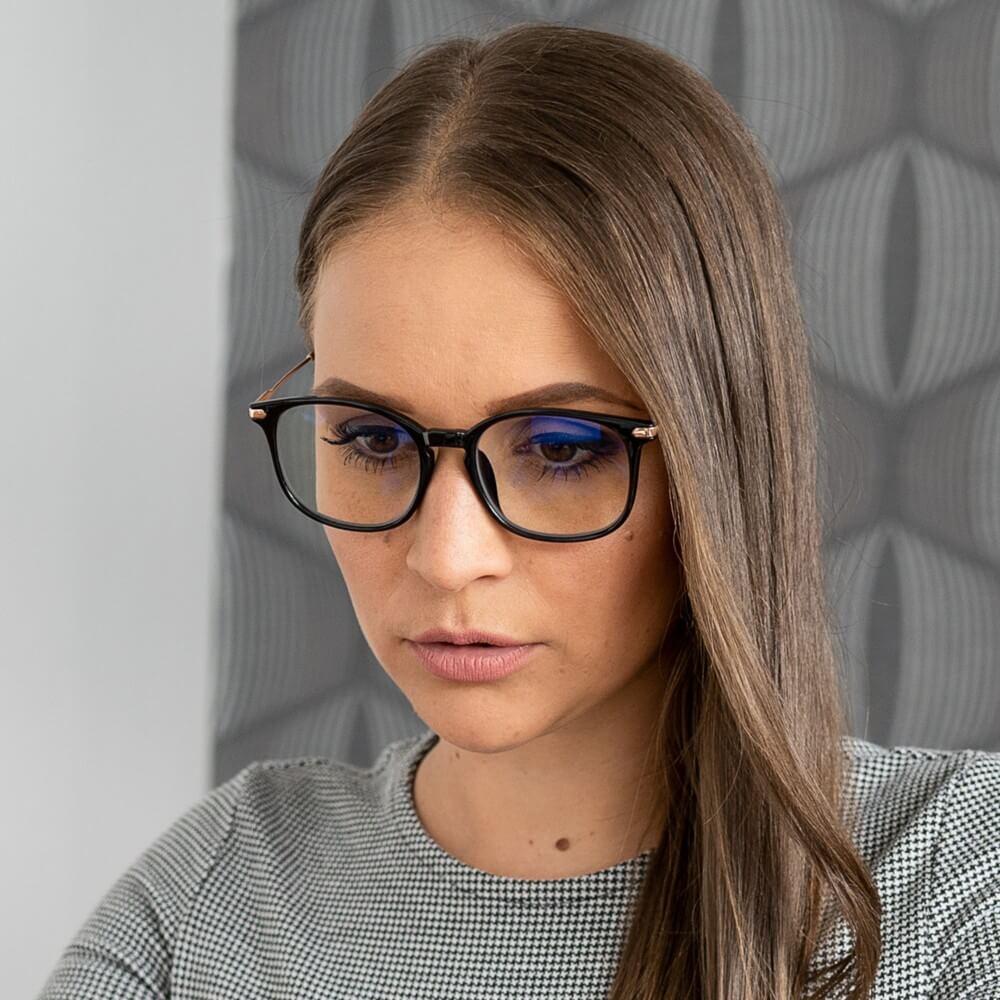 fekete monitor szemüveg